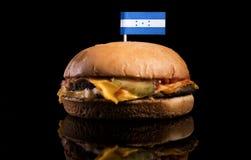Honduras flagga överst av hamburgaren på svart Arkivfoton