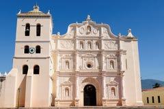 Honduras sikt på den koloniala domkyrkan av Comayagua Arkivbild