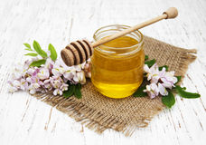 Honey with acacia blossoms Royalty Free Stock Photos