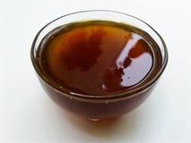 Honey Bowl dat op witte achtergrond wordt geïsoleerd royalty-vrije stock foto