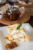 Honey cake with vanilla cream Royalty Free Stock Images