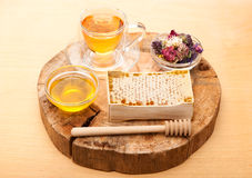 Honey comb, herbal tea and herbs Royalty Free Stock Photography