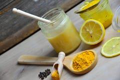 Honey Golden Turmeric lizenzfreie stockfotos