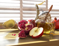 Honey jar with apples and pomegranate for Jewish New Year Holiday Stock Photos