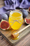 Honey in jar with honey dipper Royalty Free Stock Photos