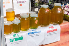 Honey for sale at the local farmers market in Samara, Russ Stock Images