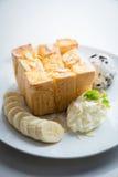 Honey Toast com banana e gelado Imagens de Stock Royalty Free