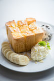 Honey Toast met Banaan en Roomijs royalty-vrije stock afbeeldingen