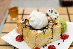 Honey toasts with strawberry, vanilla and green tea ice-cream Stock Photography