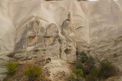 Honey Valley in Cappadocia, kloof Baydere Schommel het huis met Vensters Verbazend berglandschap in centraal Turkije royalty-vrije stock fotografie