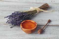 Honey in wooden bowl with honey dipper Stock Photography