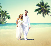Honeymoon Couple Romantic Walking Summer Beach Concept Royalty Free Stock Images