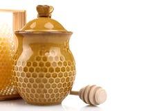 Honeypot y cuchara para la miel Fotos de archivo