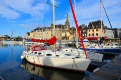 Honfleur-Hafen mit Abschluss oben von Booten, Frankreich stockfotografie