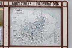 Honfleur Normandía 4 de mayo de 2013: Un mapa de la ciudad vieja de Honfleur en Normandía fotos de archivo libres de regalías