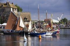 Honfleur sławna wioska, łodzie i woda, zdjęcia royalty free
