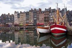 Honfleur sikt för hamn för Normandie, Frankrike sommarafton Arkivbild