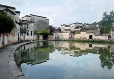 Hong Cun bevattnar den gammala byn townen Royaltyfri Fotografi