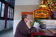 Hong Jiang, China: in the temple chanting old nun Stock Photo