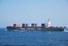 Hong Kong, 21 maggio 2010 - enteri dell'imbarcazione di contenitore Fotografie Stock