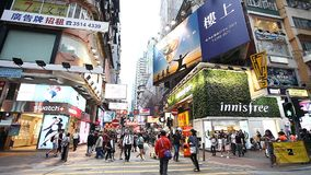 HONG KONG, HONG KONG - ABRIL 9,2017: Tráfego e vida urbana nestes negócio internacional asiático e centro financeiro filme