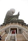 HONG KONG - APRIL 10: Tian solbrända jätte- Buddha från Po Lin Monaster Royaltyfria Foton