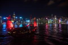 Hong Kong August 7, 2018: Central fjärd och ett turist- fartyg arkivfoton