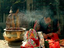 Hong Kong: Burning Incense at Temple Royalty Free Stock Photography