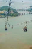 Hong Kong Cable Car en el silbido de bala de Ngong Imagenes de archivo