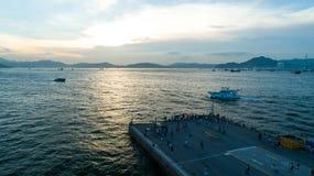 Hong Kong, cais ocidental, fotografia aérea, muitos povos no feriado a este imagens de stock royalty free