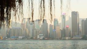 Hong Kong, China - 1º de janeiro de 2016: Vista da cidade de Hong Kong e do mar no por do sol do porto de Victoria A fotos de stock