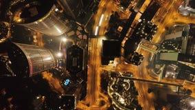 Hong Kong, China - April, 2018: Hoogste mening van Hong Kong, het kleurrijke nachtleven, cityscape voorraad Mooie mening van Hong stock video
