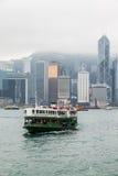 HONG KONG, CHINA/ASIA - 27 DE FEVEREIRO: Cruzamento de balsa em Hong Kong fotos de stock