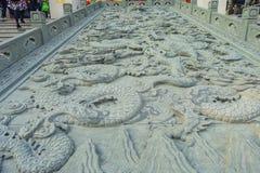 HONG KONG, CHINA - 22 DE ENERO DE 2017: Arte en piedra en la tierra cerca de la entrada de Wong Tai Sin Buddhist Temple a Fotografía de archivo