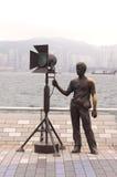 Estátua e skyline na avenida das estrelas, Hong Kong Imagens de Stock Royalty Free