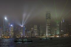 HONG KONG /CHINA 9 de março de 2007 - a skyline e o lightshow da cidade Fotos de Stock Royalty Free