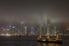 HONG KONG /CHINA 9 de março de 2007 - a skyline e o lightshow da cidade Fotos de Stock