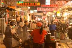 Hong Kong, China, Februar 07,2015 - Sam Sui Po, Kastanien-Verkäufer stockfotos
