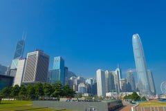 HONG KONG, CHINA - 26. JANUAR 2017: Moderne Gebäude im Finanzbezirkshintergrund, gelegen in Hong Kong-Stadt stockfotografie