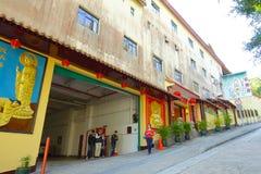 HONG KONG, CHINA - 26. JANUAR 2017: Nicht identifizierte Leute an Tsz-Kloster kommen in Sha-Zinn, Hong Kong, China herein Lizenzfreies Stockfoto