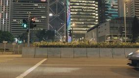 HONG KONG, CHINA - mag, 2018: Lamborghini bij het verkeerslicht bij nacht voorraad Verbazende mening van de sportwagen in stock videobeelden