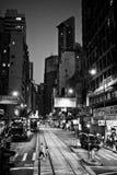 HONG KONG, CHINA - 21. NOVEMBER 2011: Straßen von Hong Kong nachts am 21. November 2011 Stockfotos
