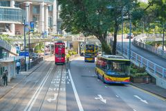 HONG KONG, CHINA - November 01 2017 Trams en bussen op Hong Kon royalty-vrije stock afbeeldingen