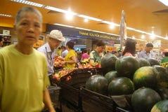 Hong Kong, Chine : stalles de fruit de supermarché image libre de droits