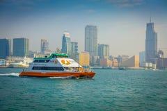 HONG KONG CHINY, STYCZEŃ, - 26, 2017: Seabus z pięknym widokiem Hong Kong w horizont z, drapacze chmur i Obraz Stock