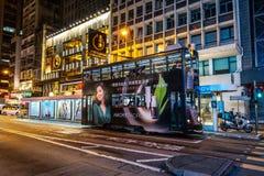 Hong Kong, Cina - 20 aprile 2019: Tram famoso dell'autobus a due piani fotografia stock libera da diritti