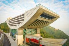 HONG KONG, CINA - 22 GENNAIO 2017: Vista della torre di punta in Hong Kong Victoria Peak superiore A 428 metri sopra il mare Immagine Stock Libera da Diritti