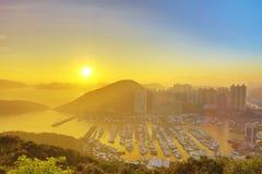 Hong Kong City Aberdeen områdessolnedgång Arkivfoton