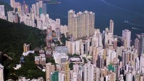 Hong Kong City Aerial Mooie Duidelijke Blauwe Hemel Satellietbeeld die algemeen Hong Kong Island vangen stock video