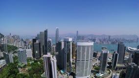 Hong Kong City Aerial Track-Schuss Schöner klarer blauer Himmel stock footage